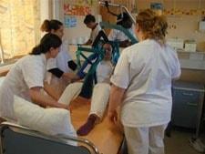 Le m tier d 39 aide soignante r le et volutions de carri re - Grille de salaire fonction publique hospitaliere aide soignante ...